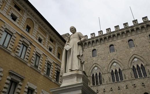 A file picture dated 23 March 2016 shows Sallustio Bandini's monument (C), in front of the Banca Monte dei Paschi di Siena (BMPS or MPS) headquarters, in Piazza Salimbeni, in Siena, Italy.  ANSA/MATTIA SEDDA