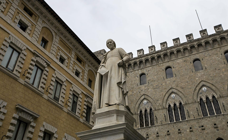 A file picture dated 23 March 2016 shows Sallustio Bandini's monument (C), in front of the Banca Monte dei Paschi di Siena (BMPS or MPS) headquarters, in Piazza Salimbeni, in Siena, Italy.  ANSA/MATTIA SEDDA