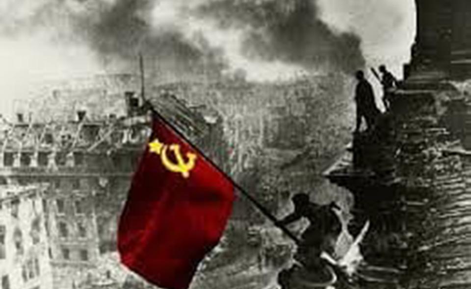 Bandiera_Sovietica_Berlino1